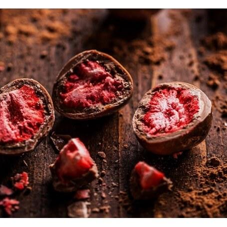 Bio gefriergetrocknete Erdbeeren in Vollmilchschokolade