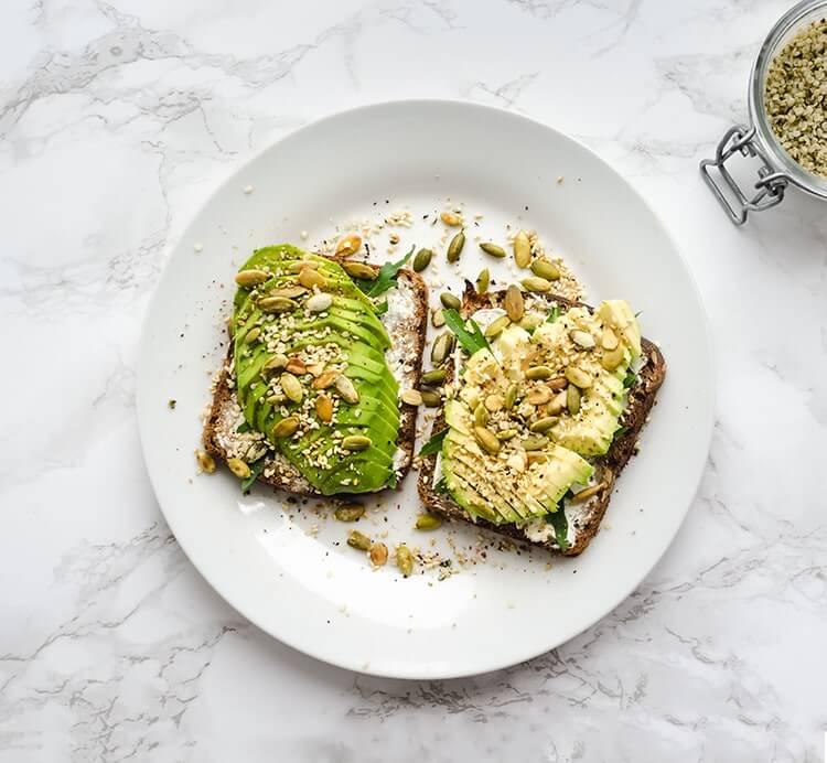 Avocado Brot mit Hanfsamen