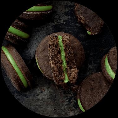 Cookies gefüllt mit Pistazienmus