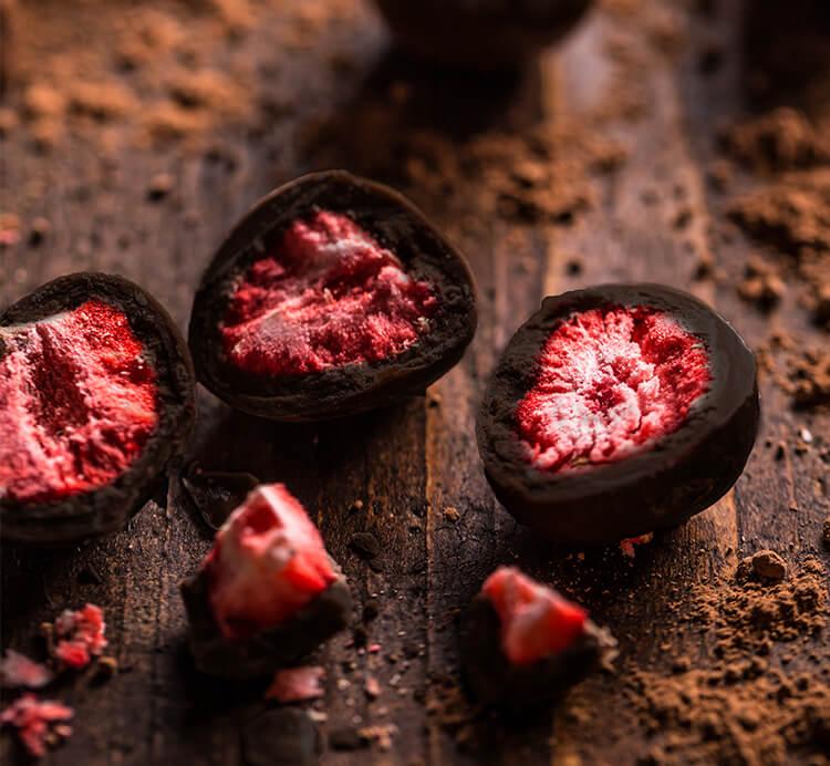 Erdbeere gefriergetrocknet in Zartbitterschokolade