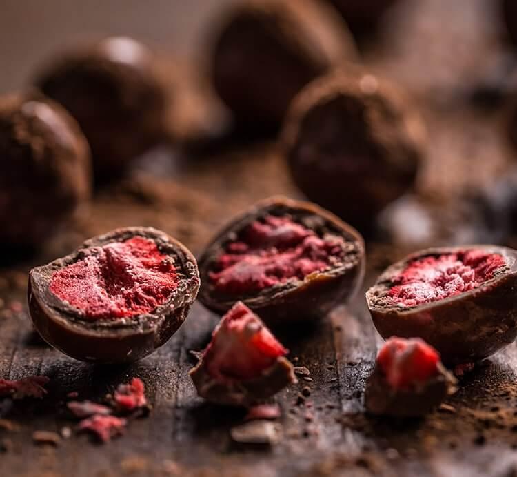Erdbeeren gefriergetrocknet in Vollmilchschokolade